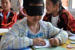 蒙眼识字、全脑开发?孩子帮骗子骗家长发人深省   晨报有态度