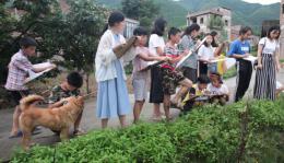 """女大学生与丈夫放弃北京优厚待遇,自费200余万给留守儿童创造一个""""家"""""""