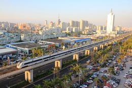"""""""中秋""""假期第二天广铁加开列车 93趟,运客139.8万人次"""