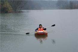 民间河长周晓明单人环保漂流守卫浏阳河 不论严寒酷暑从不缺勤