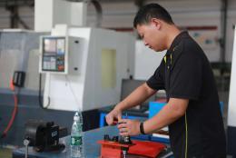 长沙机械工程行业数控高手齐聚工业职院比拼技能