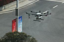 长沙航院动用无人机完成全院植保农药喷洒