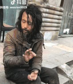 """公务员带薪流浪26年,最近成了网红""""国学大师"""""""