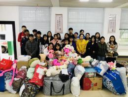 湖南现代物流职业技术学院师生志愿者走进社区服务群众