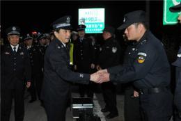 许显辉同志督导清明假期交通安保工作并慰问基层民警