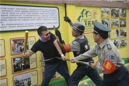 """闯进了""""坏叔叔"""",长沙一幼儿园组织防暴应急演练"""