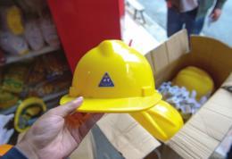 长沙全面排查在建工地安全帽,市场监管部门:责令涉事门店下架问题产品