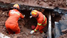 邵阳一下水道塌方,2名工人被埋压生命垂危