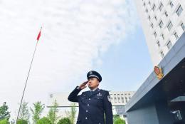85后警察刘骁锋获得湖南青年五四奖章,为抓捕嫌疑人险些感染艾滋病