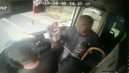 常德一大爷喝多了看错站牌以为被骗,把公交司机和劝架的人给打了