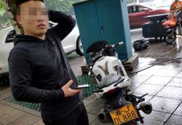 """17岁少年无证骑假车牌摩托车?#19979;?交警:这是个""""定时炸弹"""""""