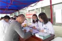签约家庭医生服务,居民在社区享专家诊疗