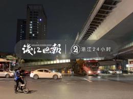 ?#23601;?#21457;】杭州庆春路邵逸夫?#30342;?#38468;近的天桥被撞塌