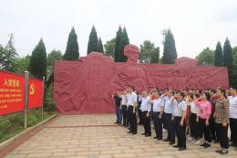 不忘初心,湖南環境生物職院組織黨員赴烈士紀念館重溫誓詞