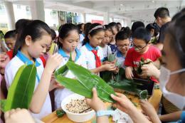 传统节日寻文化 枫树山大桥小学开展端午节主题实践运动