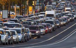 湖南高速迎端午返程高峰 多个收费站排起长队