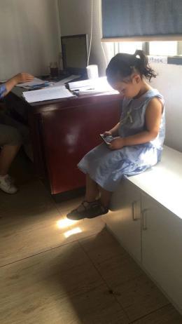 長沙4歲女孩獨自坐公交車卻不知家人電話,公安、公交都在幫著找媽媽