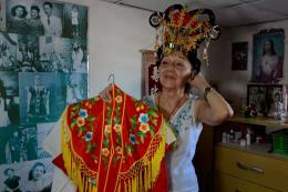 """她不是中国人,却唱了一辈子中国戏曲:""""我的心是中国心"""""""
