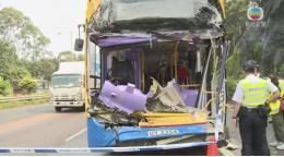 香港一巴士与货车相撞 已致1死13伤