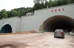 長望路西延線(望城區段)隧道工程左右洞主體工程完工