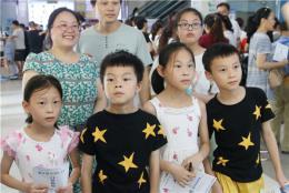 龍鳳四胞胎一家七口四人患眼疾,愛心醫院伸援手救助