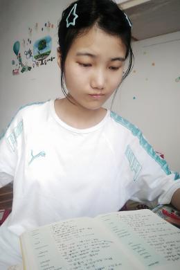 初中就開始迷上普法欄目劇,今年她考上了中南民族大學法學專業