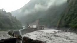 全線管制!四川雅康高速發生塌方 所有車輛無法通行