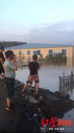 哈尔滨一街道多个仓库被淹损失上亿 商户:未接到水库泄洪通知