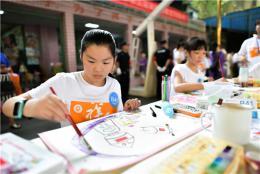 百名小選手現場繪彩潑墨,慶祝新中國成立70周年