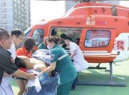 小伙遭遇车祸全身多处粉碎性骨折,医院用直升机跨越270公里空中救援