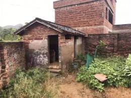 湖南两名村干部虚报174间旱厕骗取改造资金