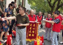 曾是下岗工人的步行街老板,把步行街郴州变成了爱心一条街
