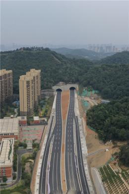 長望路西延線藕塘隧道竣工 湖南湘江新區與河東主城區的聯系將更加緊密