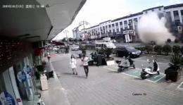 无锡一小吃店爆炸6死9伤 附近店面员工:头被震晕