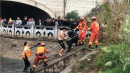 常德一學生與家人争吵後跳橋,落水後被凍到發抖