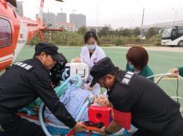 兩男子喝酒吃海鮮後重症胰腺炎發作,航空轉運至長沙搶救