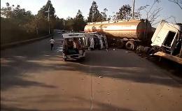 小货车与油罐车相撞司机被卡,消防员钻车20分钟救人