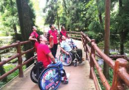 车祸后只能坐轮椅,游说建设无障碍旅游通道,他让更多残疾人能游览张家界
