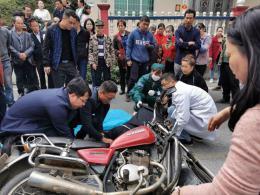 醫院代表出差路遇嚴重車禍后現場施救,還為此改簽了高鐵票