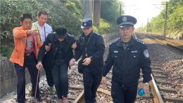97歲老人為見妹妹獨乘30公里公交,迷失鐵路得鐵警救助