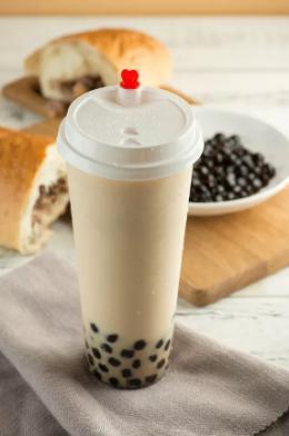 奶茶打开喝了一口后放在值班室 下午用吸管竟吸出一颗螺丝帽?
