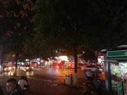 長沙曙光路一小區翻修民房起火,出動105名消防員