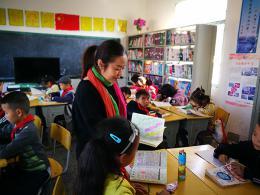 山村小學里來了支教的高級教師