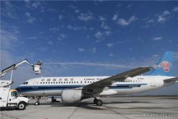 黃花機場的飛機們提前練習除冰雪