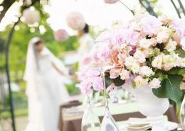 女大學生在婚禮現場做兼職,事后發現手機不見了,監控顯示被新娘拿走...